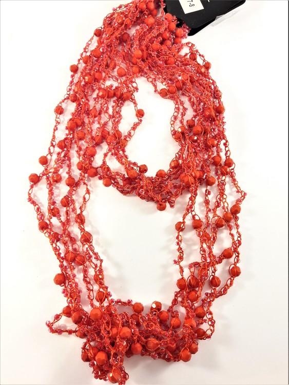 Flerradigt rött halsband med kulor och pärlor