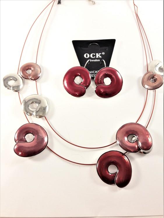 Tvåradigt halsband med detaljer i rött samt matchande örhängen