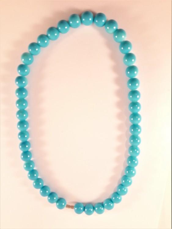 Halsband med kulor i blått