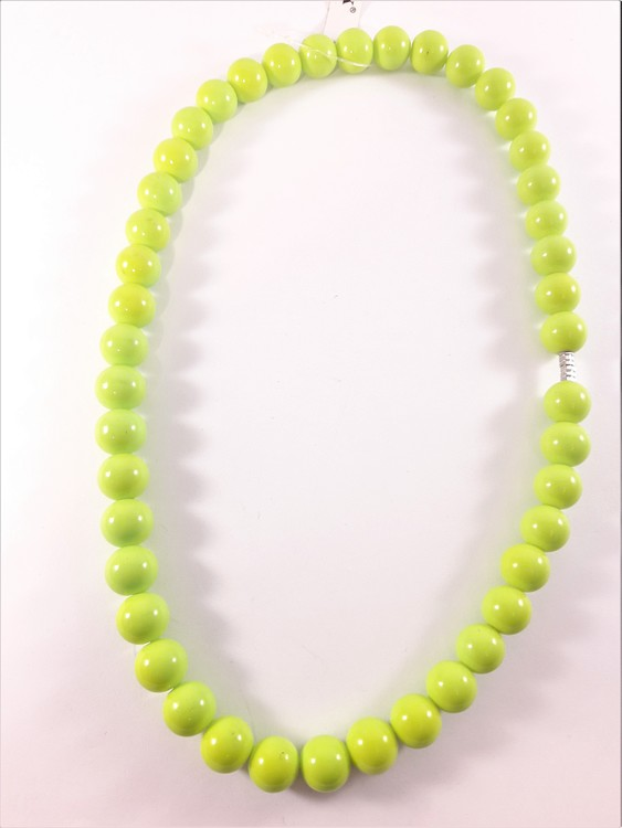 Halsband med kulor i grönt