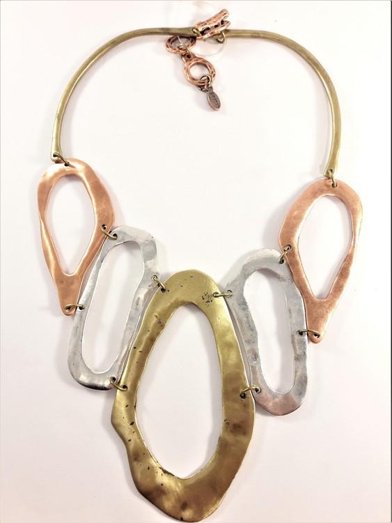 Halsband med metallovaler i guld-, silver- och kopparfärg