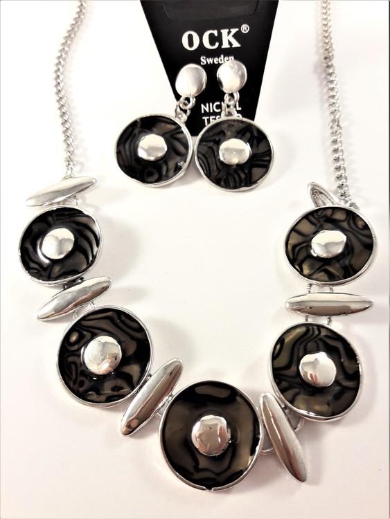 Halsband med svarta melerade ringar samt matchande örhängen