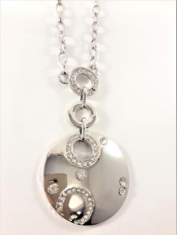Halsband med strassprydd platta i silverfärg