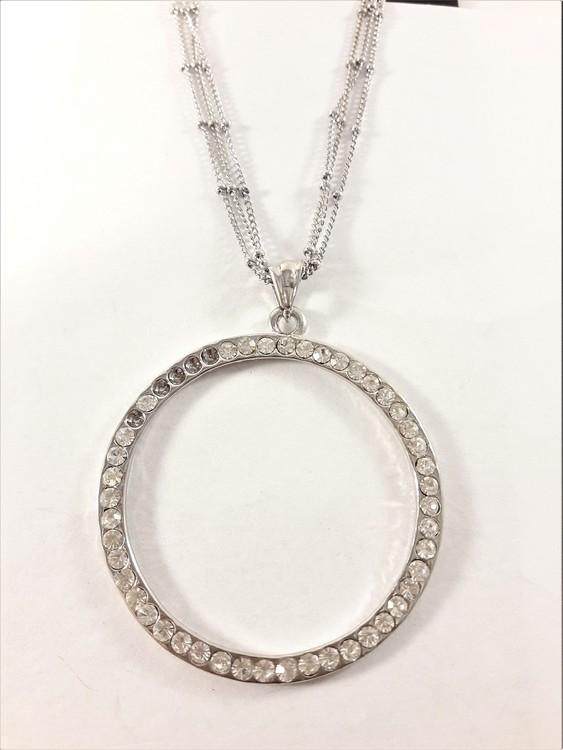 Halsband med ring i silverfärg med strasstenar i vitt