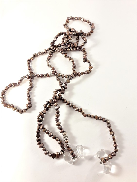 Öppet halsband med bruna små pärlor