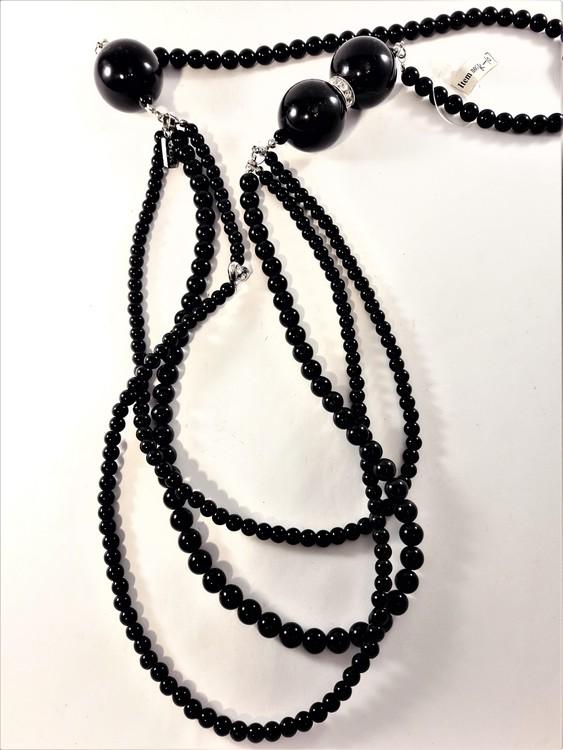 Flerradigt halsband med kulor i svart