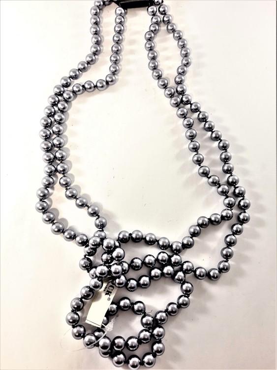 Pärlhalsband i grått