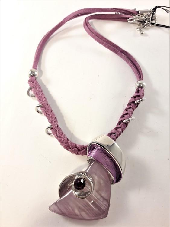 Halsband med band och hänge med glittrande sten lila