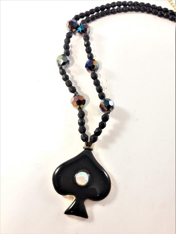 Kort halsband med hänge svart och glittrande sten