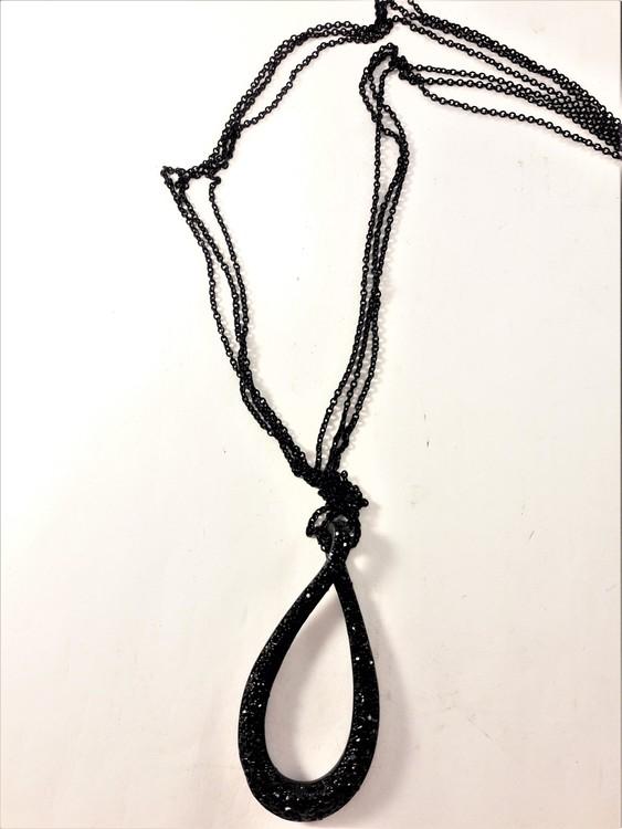 Halsband med ovalt gnistrande hänge i svart