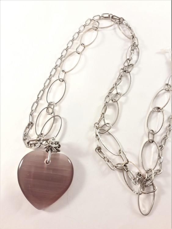 Halsband med ovaler och hjärta som hänge i lila