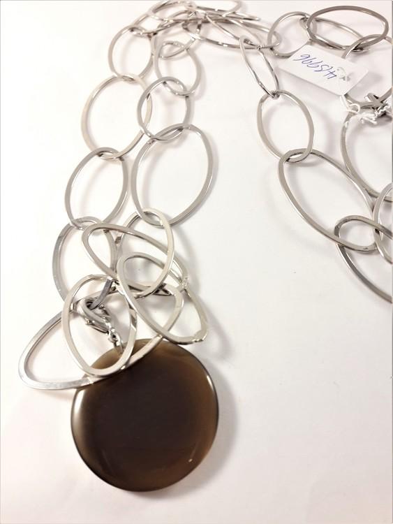 Halsband med länkar i silverfärg och brunt hänge
