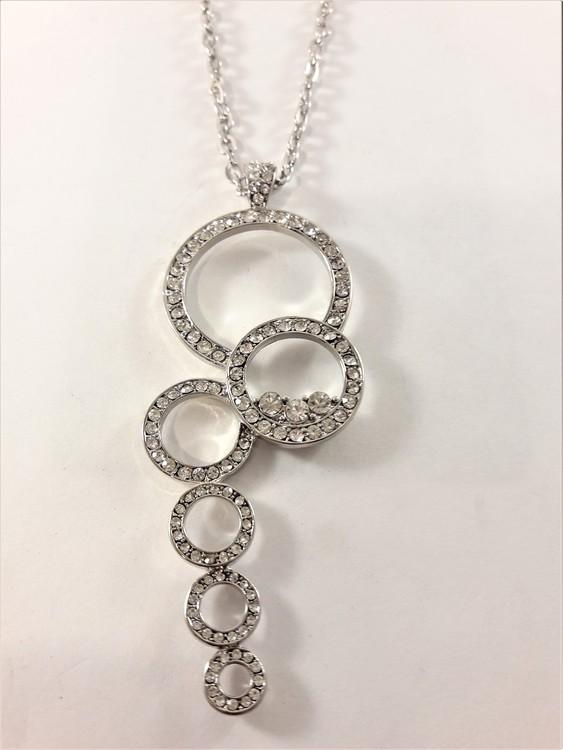 Halsband med hänge med ringar och glittrande strass