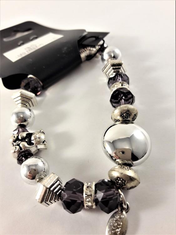 Armband med Pärlor Lila och Söta Slverfärgade Berlocker