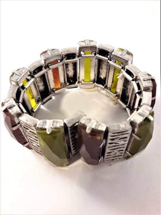 Brett Armband Grön och Röd med Silverfärgade Detaljer