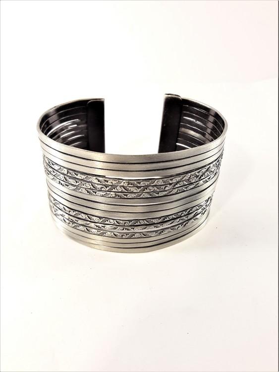 Genombrutet Stelt Armband Silverfärg