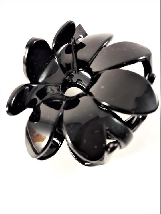 Hårklämma, svart blomma