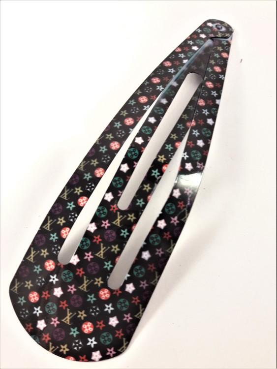 15 cm långt click-clack hårspänne, svart med flerfärgat mönster