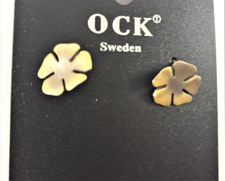 Guldfärgat örhänge i form av blomma
