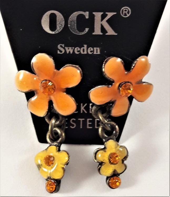 Emaljerat, orange örhänge i form av blomma med liten blomma och strass