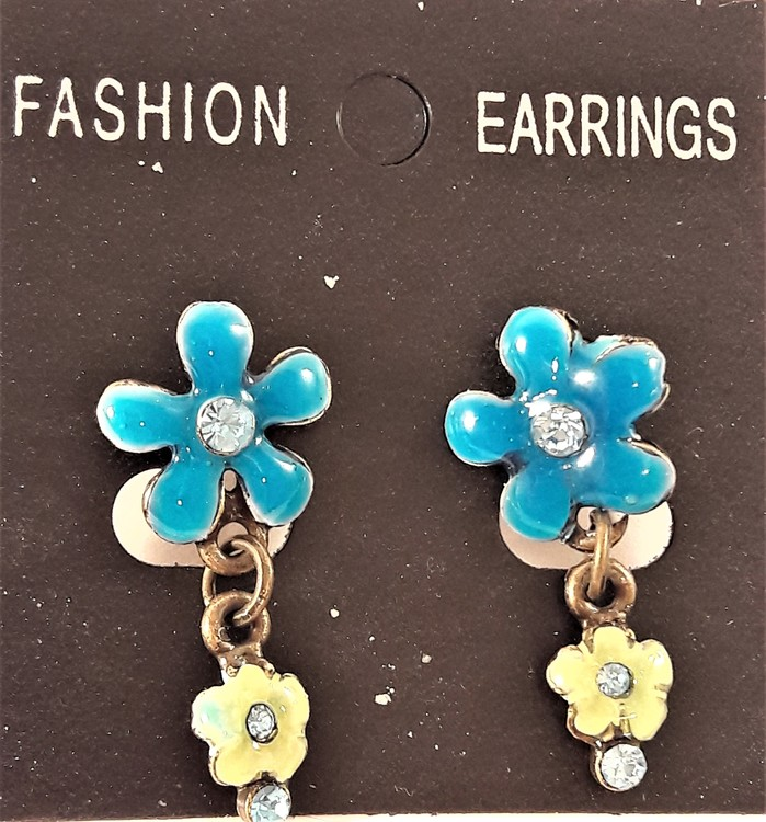 Emaljerat, blågrönt örhänge i form av blomma med liten blomma och strass