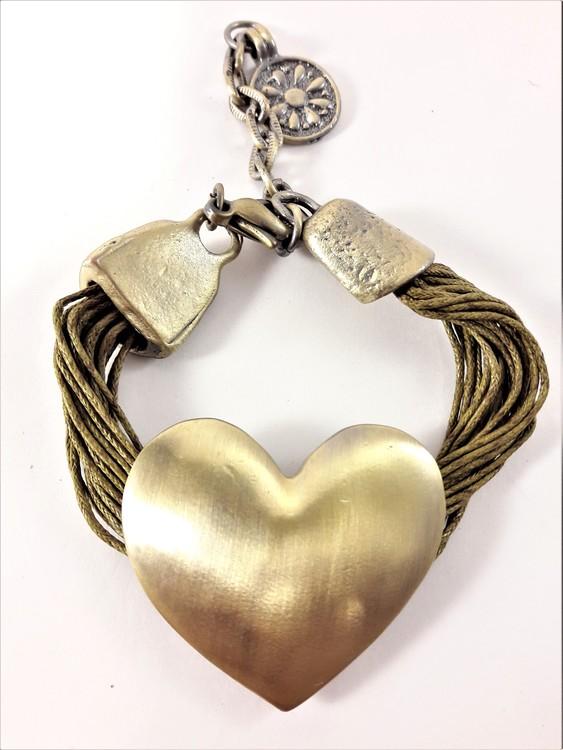 Armband med Ljusgröna Trådar och Guldfärgat Hjärta