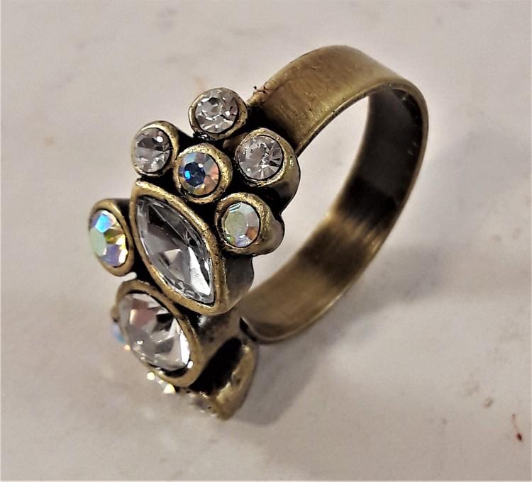 Guldfärgad ring med gnistrande stenar, 19 mm