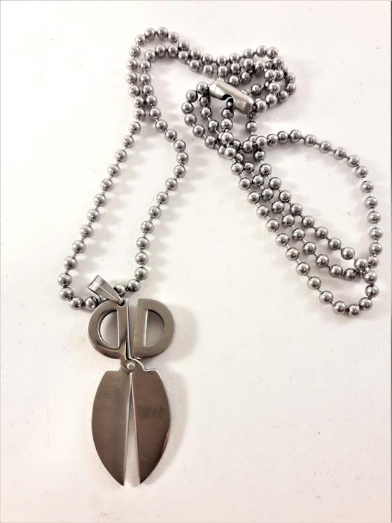 Halsband med Avlångt Sax Hänge Silverfärg