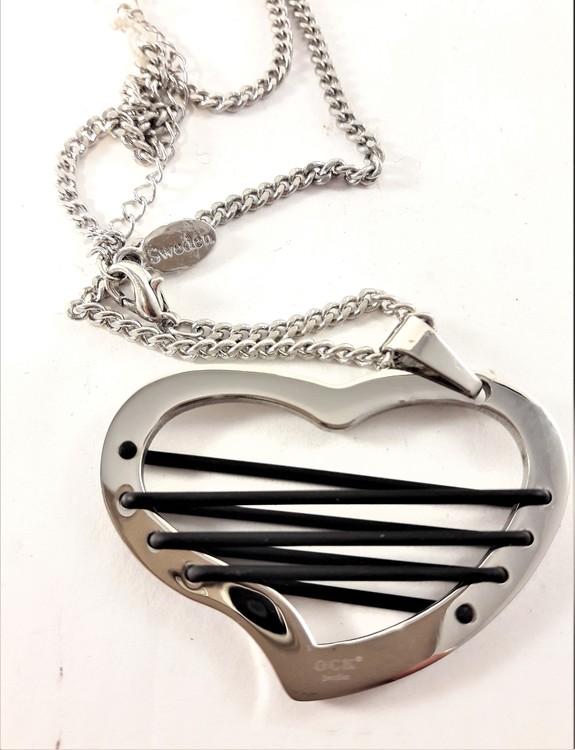 Tätt Halsband med Hjärtformat Hänge Silverfärg