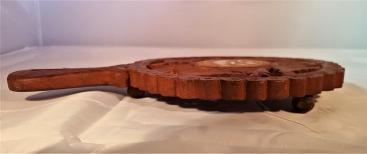 Stort underlägg i snidat trä, handgjort