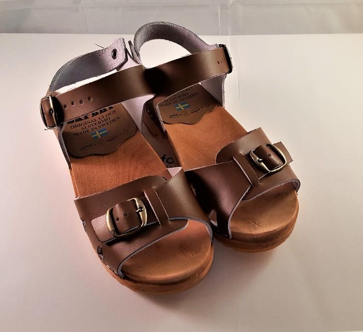 Träsko/sandal i brunt från Alstermotoffeln, storlek 35