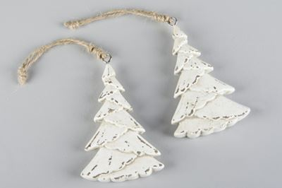 Gran med hänge i trä
