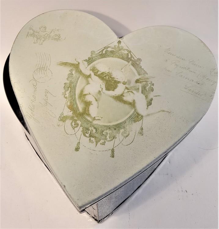 Plåtburk med keruber, hjärta
