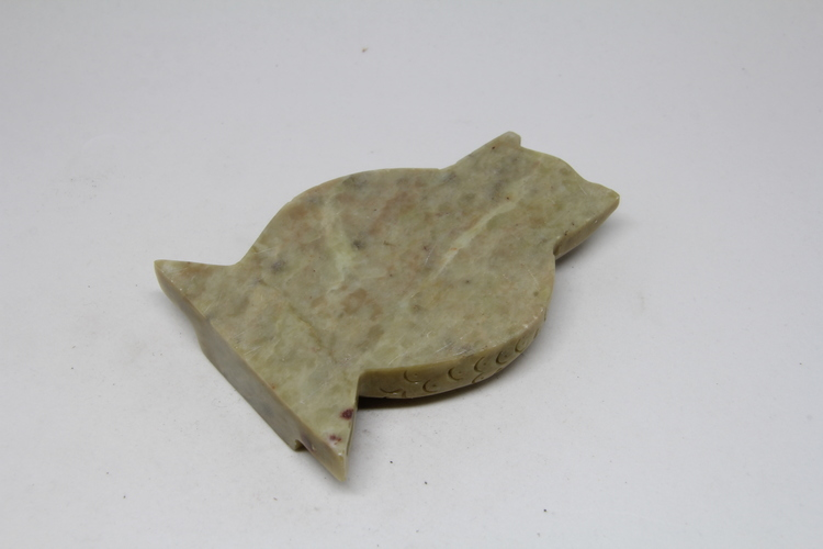 Ljushållare i sten, i form av uggla, handgjord