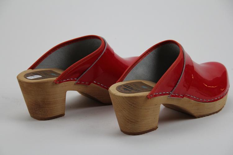 Röda träskor med klack, stl 41
