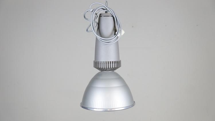 Pendellampa Fagerhult, med ny glödlampa ca 4200K, 220 volt