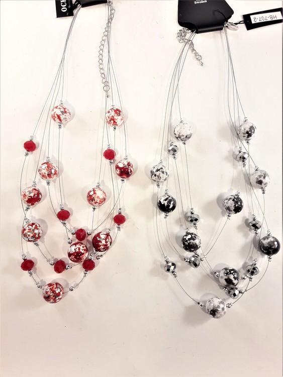 Flerradigt halsband med melerade kulor i rött eller svart