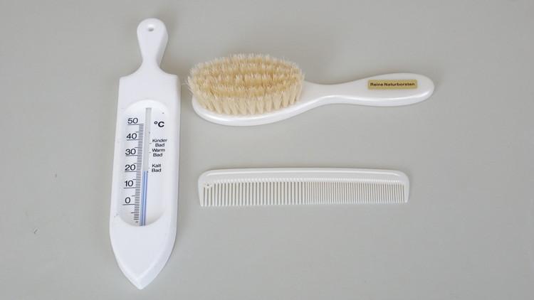 Paketpris, set med badtermometer, borste och kam