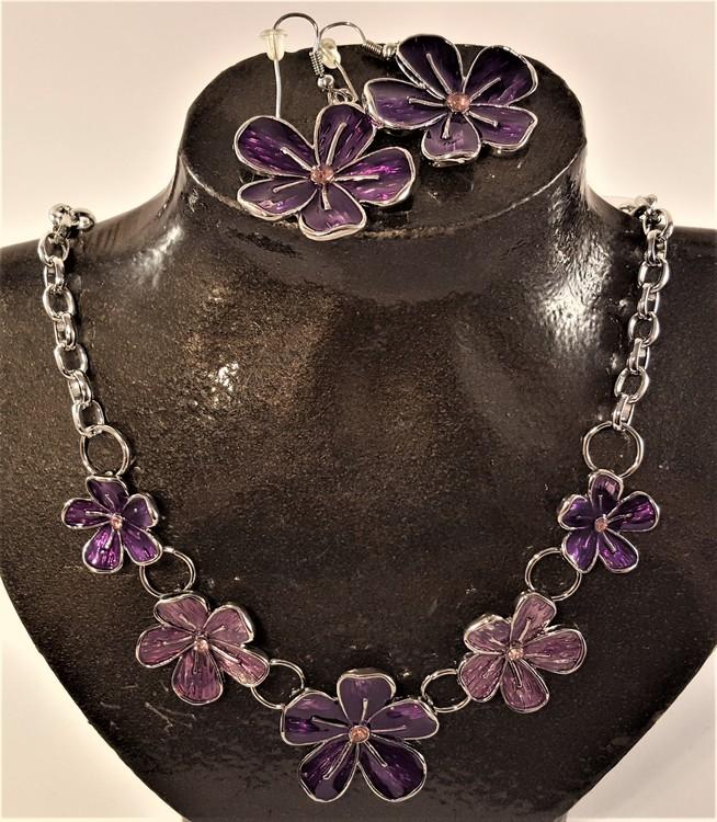 Set med halsband och örhänge med lila blommor
