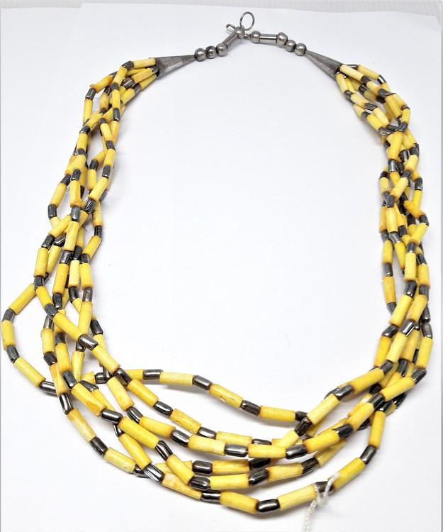 Flerradigt halsband i gult