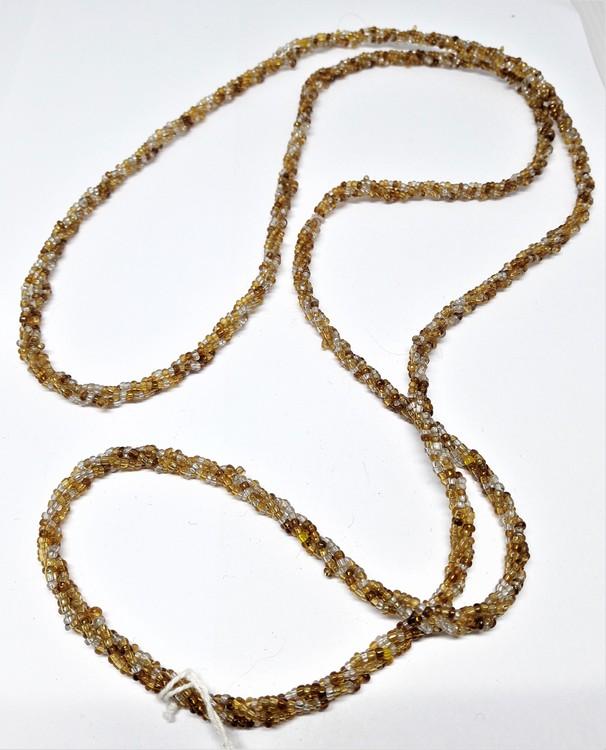 Långt halsband med små kulor i gula toner