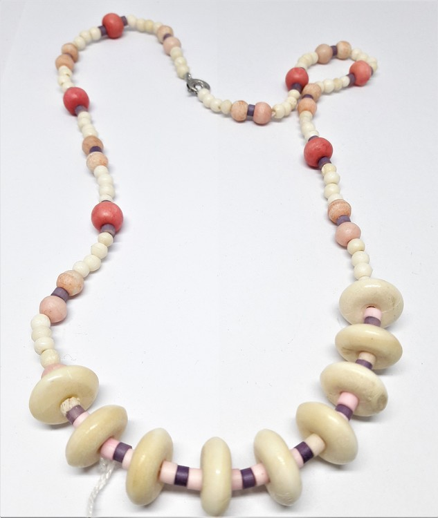 Halsband med rundlar och kulor