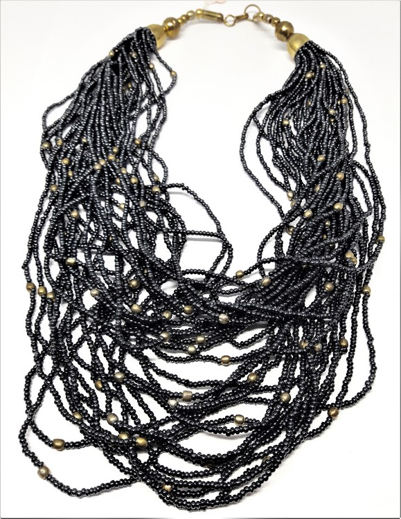 Flerradigt grått halsband av små pärlor, guldfärgad metall