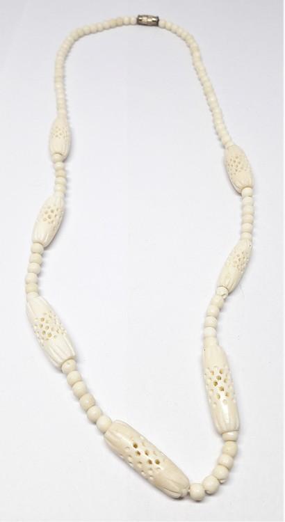 Kort halsband, ben, med ovaler