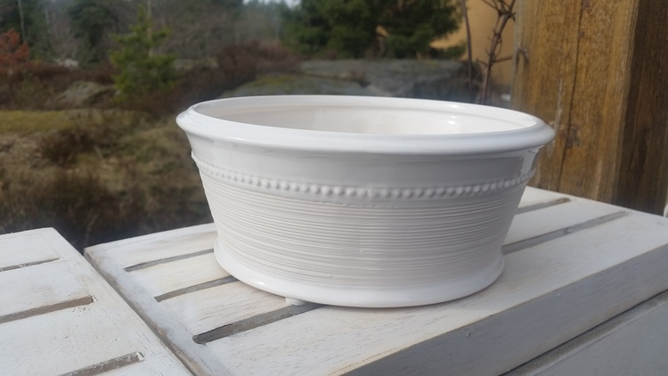 Vit keramikskål