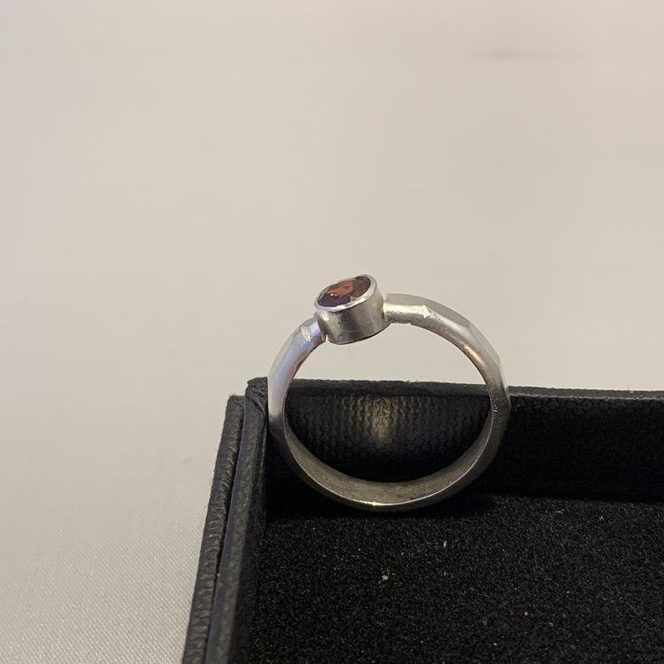 Granat sten ring