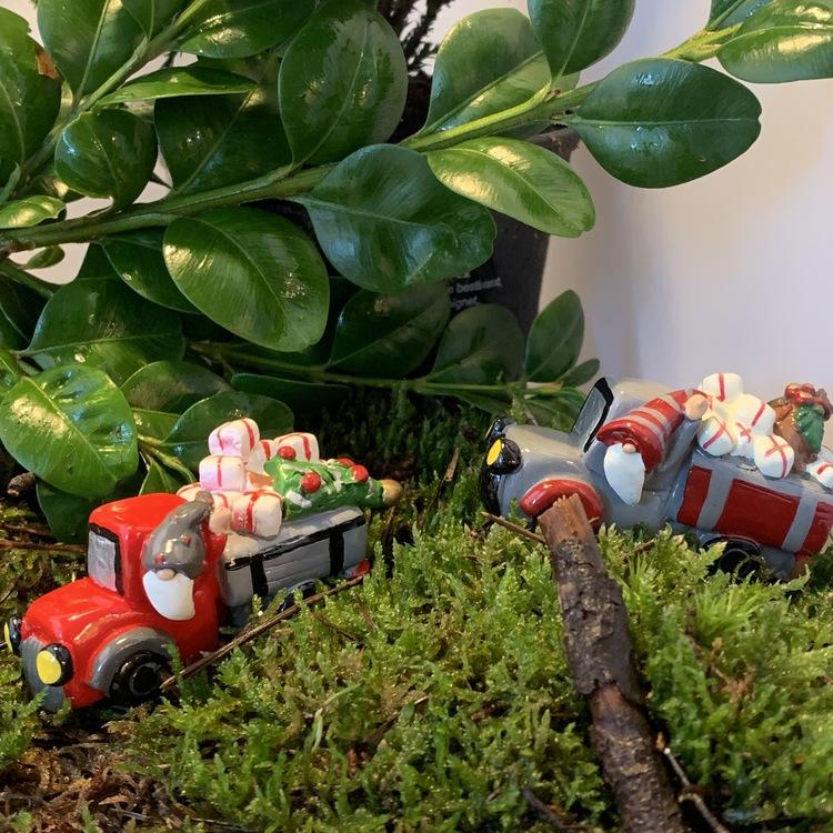 Fina lastbilar med julklappslast!