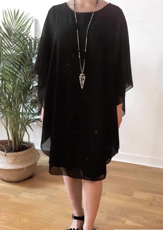 svart vid klänning