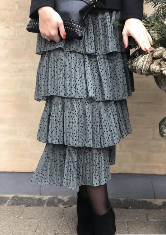 Prickig grå kjol