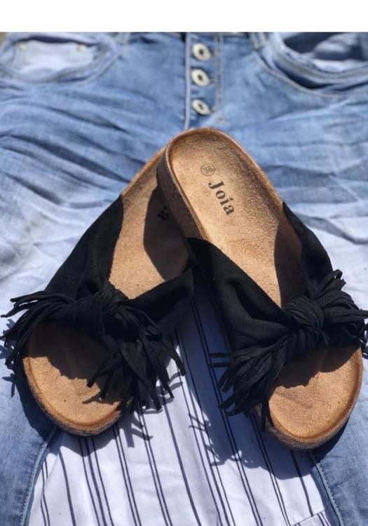 Svart Sandal med roset fransig